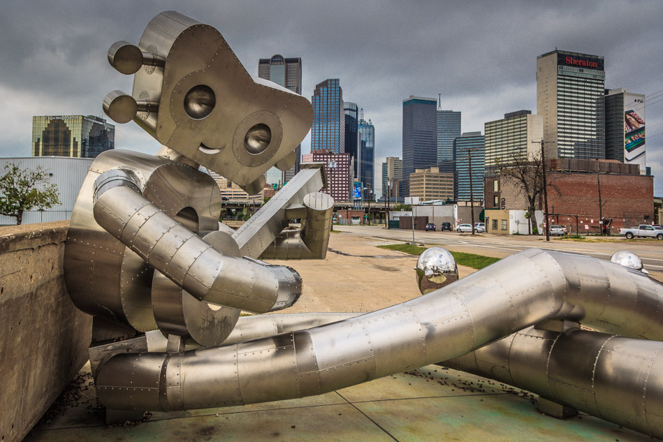 travelling-man-deep-ellum-dallas-skyline